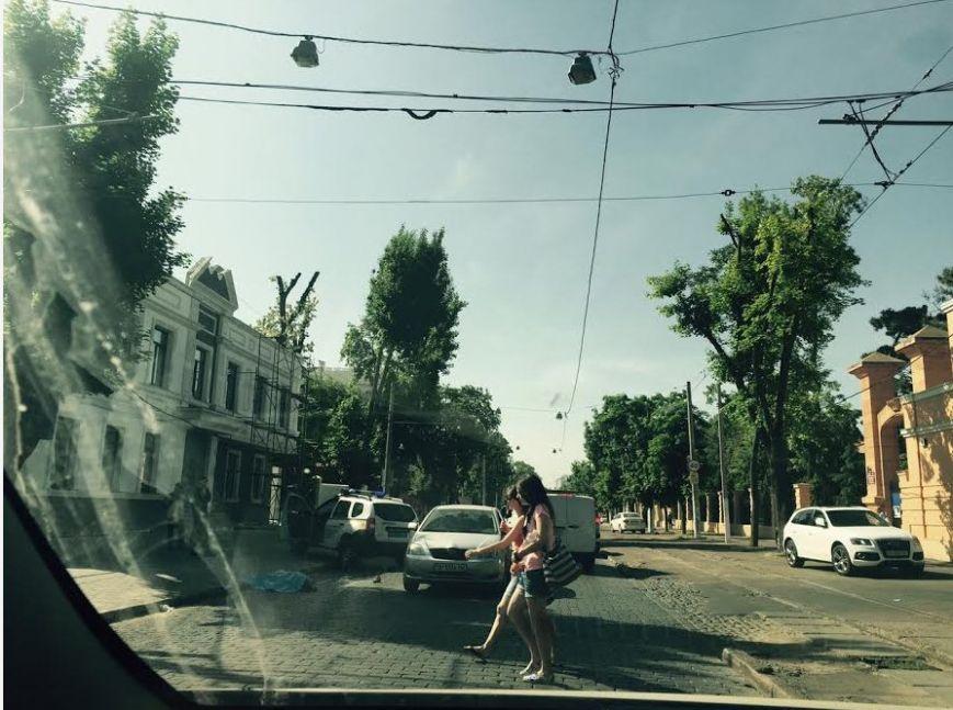 На Французском бульваре в Одессе насмерть сбили пожилого мужчину (ФОТО) (фото) - фото 1