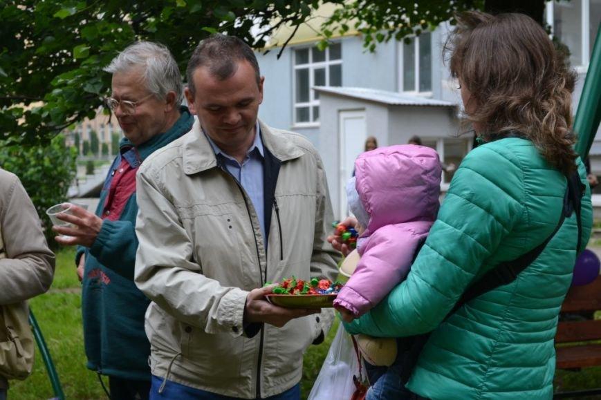 В одному з дворів Івано-Франківська з'явився новий дитячий майданчик (ФОТО), фото-3