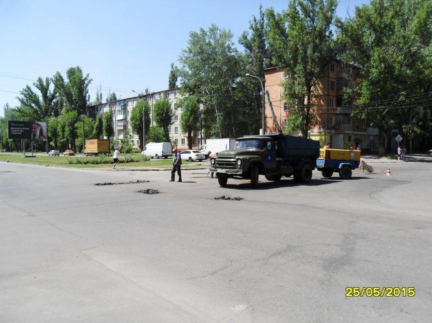 В Кривом Роге таки начали закапывать ямки на дорогах (ФОТО) (фото) - фото 1