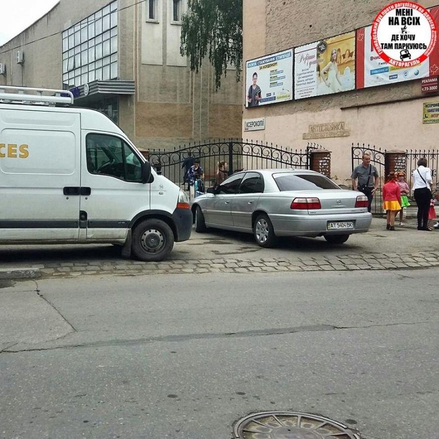 Доцент Прикарпатського університету показав студентам приклад неправильного паркування (ФОТО), фото-3