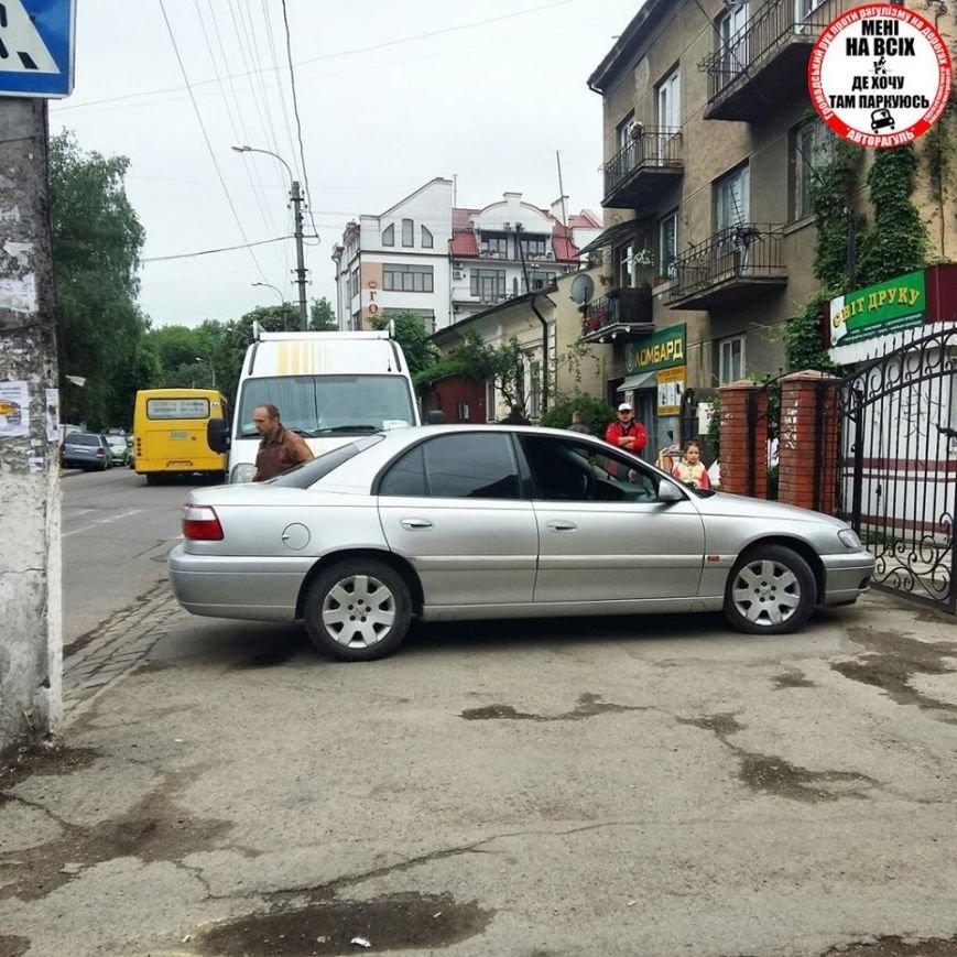 Доцент Прикарпатського університету показав студентам приклад неправильного паркування (ФОТО), фото-2
