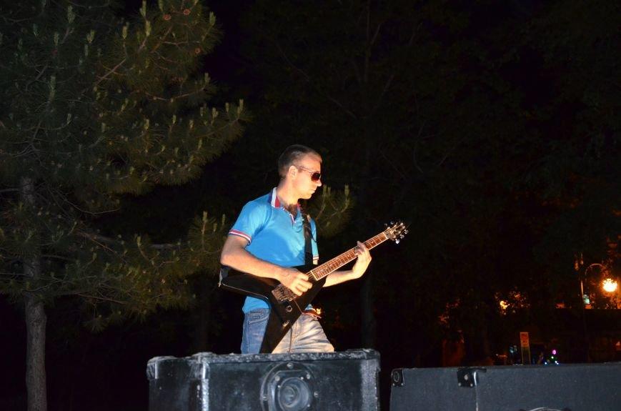В Мариуполе музыканты-любители устроили концерт под открытым небом (ФОТО+ВИДЕО), фото-2