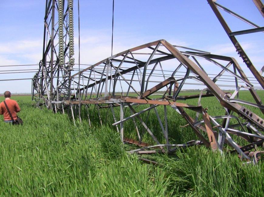 В Запорожской области ликвидируют обрушение высоковольных линий. Охотники за металлом нанесли большой ущерб (ФОТО) (фото) - фото 1