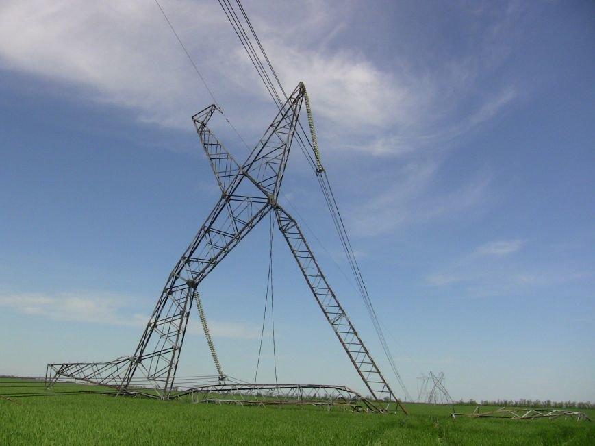 В Запорожской области ликвидируют обрушение высоковольных линий. Охотники за металлом нанесли большой ущерб (ФОТО) (фото) - фото 3
