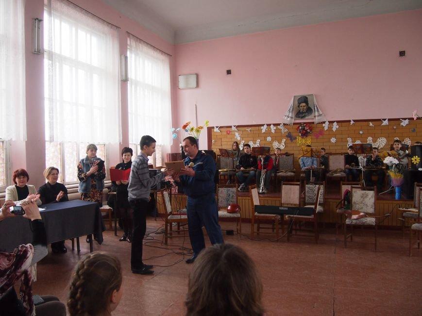 Днепродзержинский школьник занял второе место на областном этапе литературного конкурса (фото) - фото 1