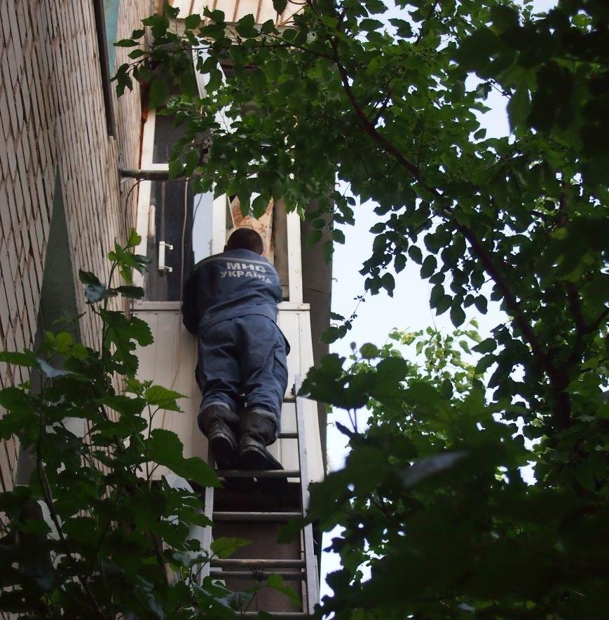 В Днепродзержинске спасатели помогли родным добраться к пожилому мужчине (фото) - фото 1