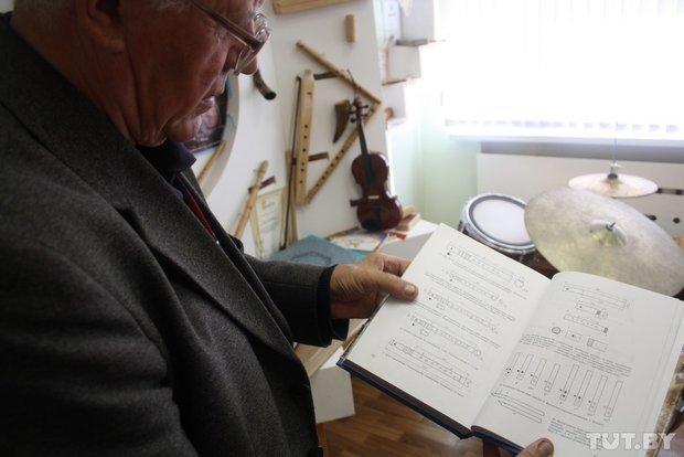 Фоторепортаж: мастер из Гродно 20 лет делает народные музыкальные инструменты (фото) - фото 5