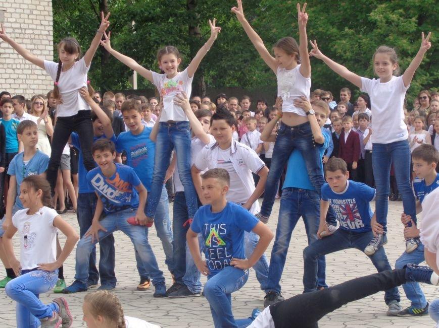 Задорный и яркий флешмоб в УВК Красноармейска (фото) - фото 1