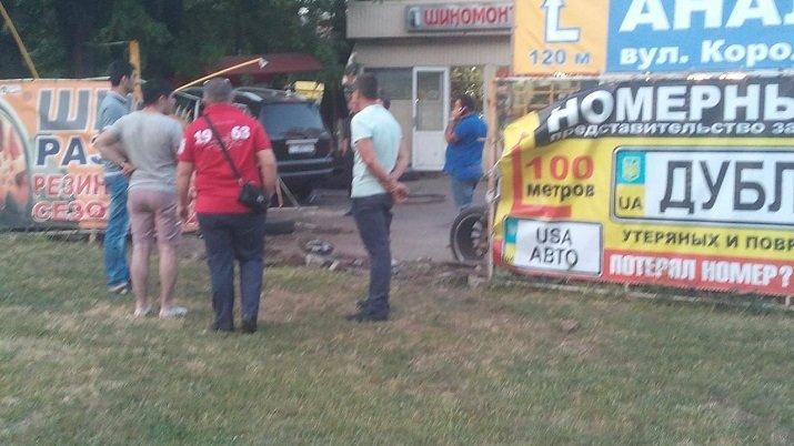 Одесский водитель выпил немного пива и протаранил автомастерскую (ФОТО) (фото) - фото 1