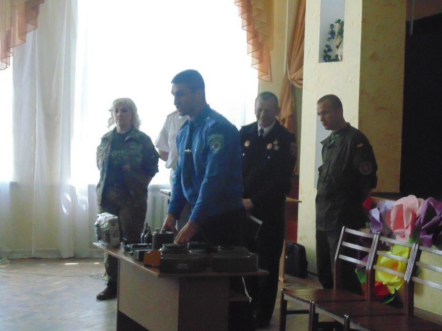 Школьникам показали мины, гранаты и другие боеприпасы (фото) - фото 3