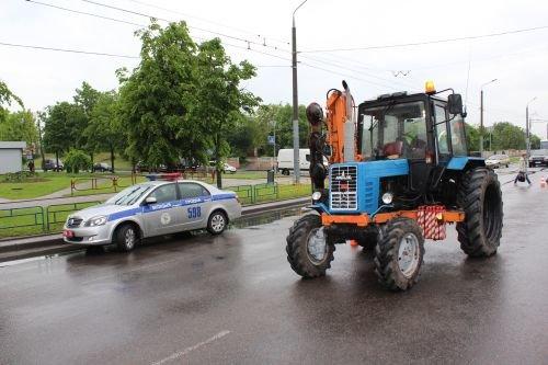 В Гродно трактор переехал двух девушек: с тяжелыми травмами пострадавшие госпитализированы (фото) - фото 3