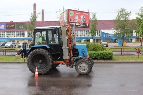 В Гродно трактор переехал двух девушек: с тяжелыми травмами пострадавшие госпитализированы (фото) - фото 2