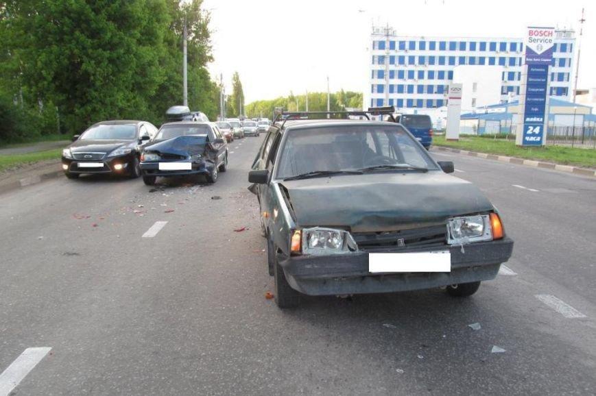 При столкновении трёх «ВАЗов» в Белгороде пострадал четырёхлетний ребёнок (фото) - фото 1