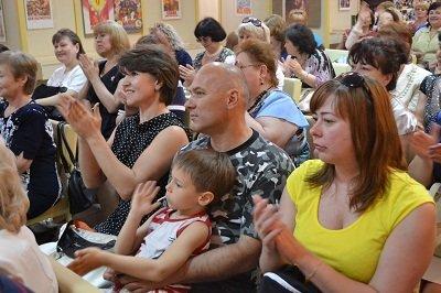 Читающий город. В Макеевке с профессиональным праздником поздравили библиотекарей (фото) - фото 1