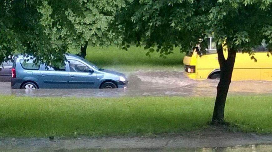 Львовом «прогулялася» гроза: через надмірну кількість опадів у місті затопило дорогу та тротуари (ФОТОРЕПОРТАЖ), фото-9
