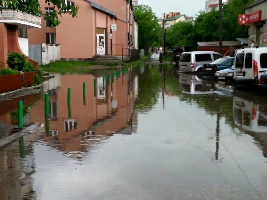 Львовом «прогулялася» гроза: через надмірну кількість опадів у місті затопило дорогу та тротуари (ФОТОРЕПОРТАЖ), фото-5
