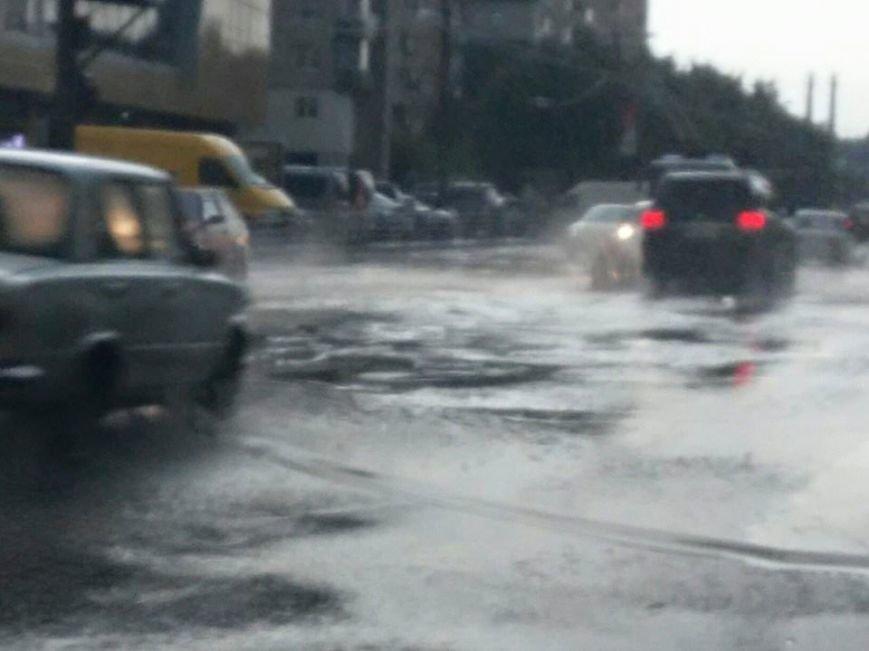 Львовом «прогулялася» гроза: через надмірну кількість опадів у місті затопило дорогу та тротуари (ФОТОРЕПОРТАЖ), фото-6