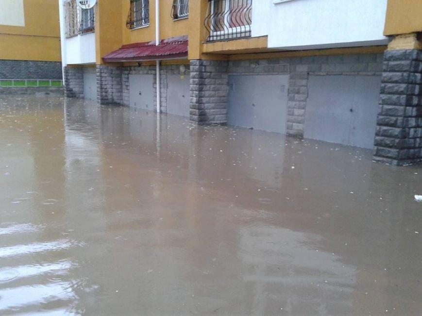 Львовом «прогулялася» гроза: через надмірну кількість опадів у місті затопило дорогу та тротуари (ФОТОРЕПОРТАЖ), фото-4
