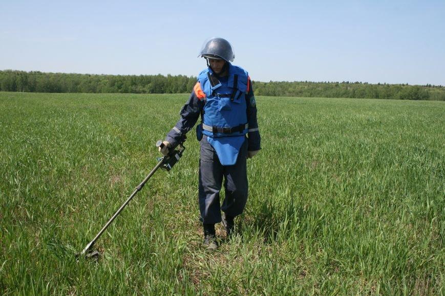 В Новой Москве в деревне Кузовлево завершился третий пиротехнический сезон по обезвреживанию взрывоопасных предметов, фото-3