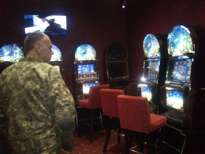 Общественная полиция совместно с правоохранителями разоблачили подпольное казино в Ильичевске (фото) - фото 1