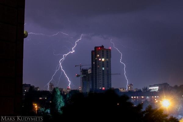 На Киев обрушилась майская гроза (ФОТО) (фото) - фото 1