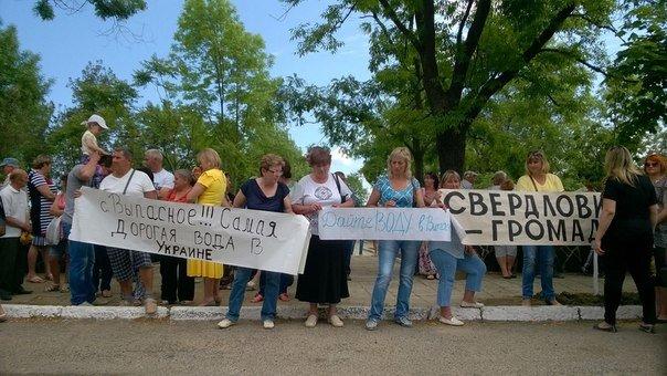 В Одесской области два села взбунтовались против самой дорогой воды в Украине (ФОТО) (фото) - фото 1