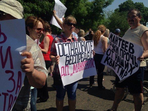 Под Одессой перекрыли дорогу: протестуют люди, которых выселяют из домов (ФОТО) (фото) - фото 1