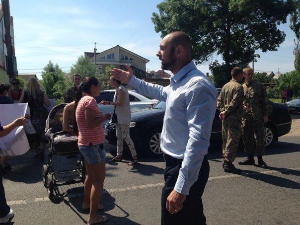 Под Одессой перекрыли дорогу: протестуют люди, которых выселяют из домов (ФОТО) (фото) - фото 5