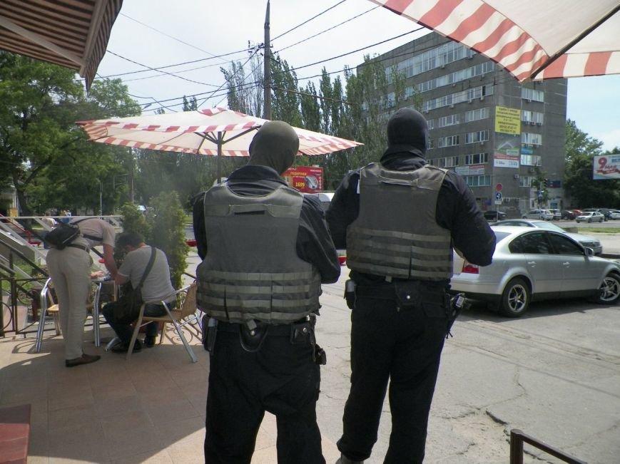 В Николаеве спецназ оцепил кафе в центре города: проводят задержание (ФОТО) (фото) - фото 5