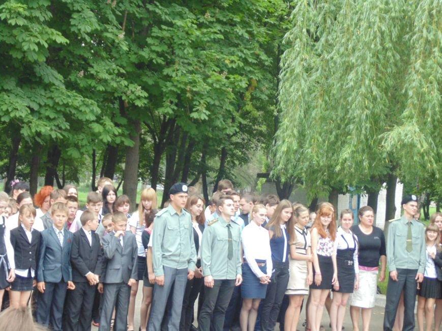 Школьников СШ №7 срочно эвакуировали из классов (фото) - фото 3