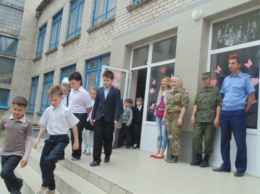 Школьников СШ №7 срочно эвакуировали из классов (фото) - фото 2