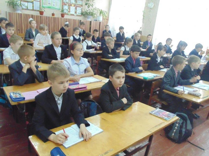 Школьников СШ №7 срочно эвакуировали из классов (фото) - фото 1