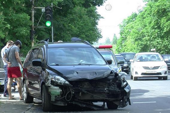 На Кировоградщине столкнулись три машины (фото, видео) (фото) - фото 1