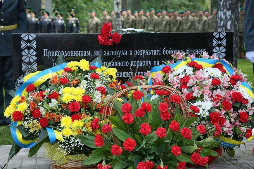 """В парке """"Победа"""" открыли мемориальный камень памяти погибшим в АТО пограничникам (ФОТО) (фото) - фото 1"""