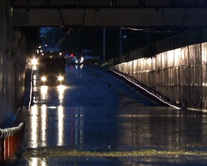 Урицкий мост разгрузил дорожную обстановку во время затопления тоннеля в Армавире (фото) - фото 1
