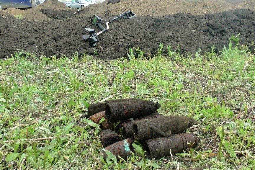 В Белгороде строители обнаружили фрагменты танка Т-34 и артиллерийские снаряды (фото) - фото 1
