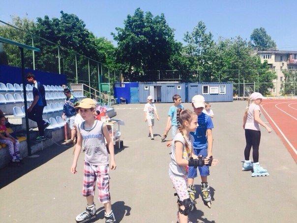 В Ильичевске прошли соревнования по бегу на роликовых коньках среди школьников (фото) - фото 1