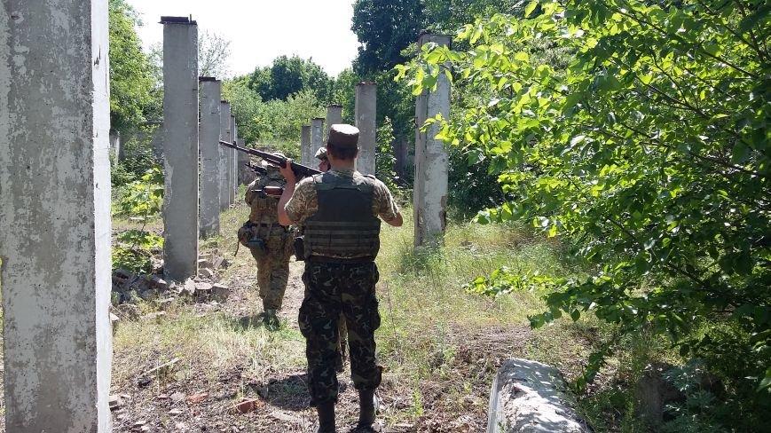 Под Мариуполем военные и СБУ уничтожили склад оружия террористов (ФОТО) (фото) - фото 1