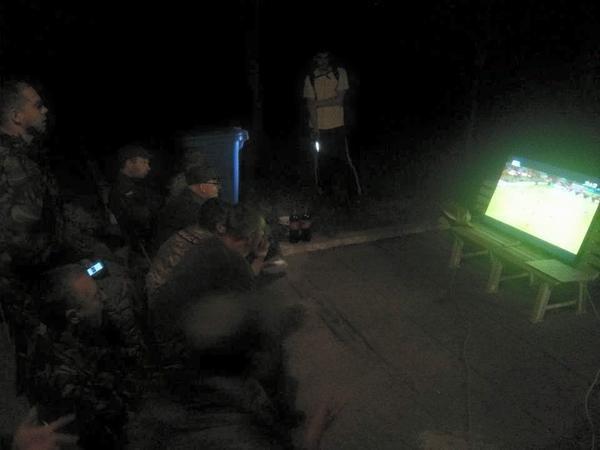 В Широкино украинские военнослужащие болели за «Днепр» (ФОТО) (фото) - фото 1