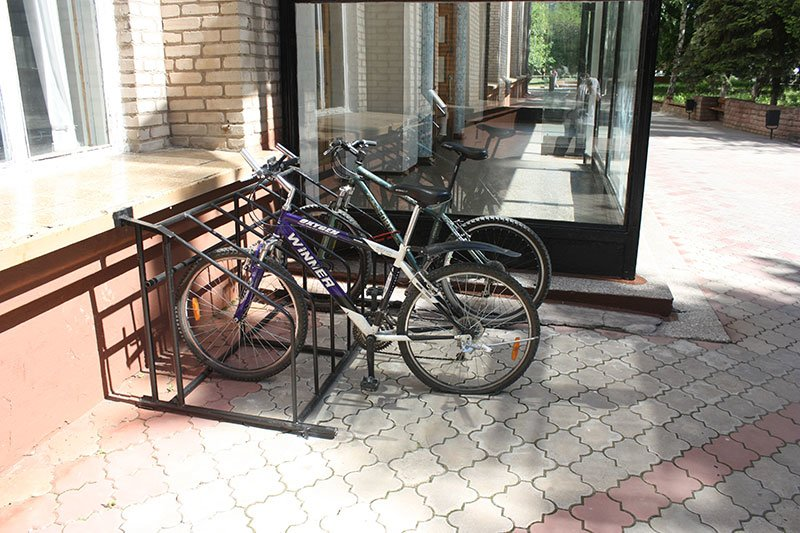 В ДГМА появилась велопарковка (фото) - фото 1