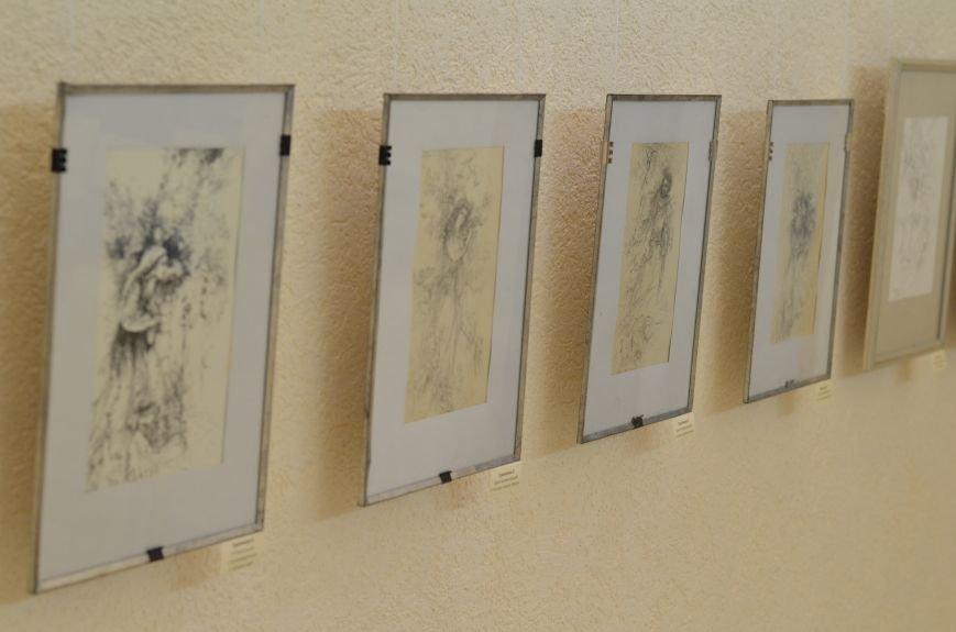 В Симферополе показали работы художников, которые «пишут» книги (ФОТО), фото-1