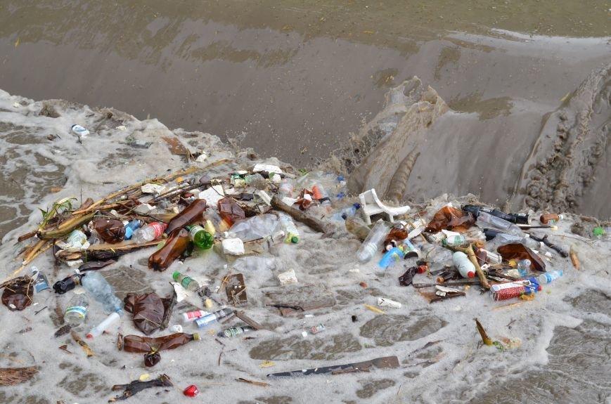 Один день шторма в Крыму: Побитые машины, мусорные реки, выключенные светофоры и смерч (ФОТО, ВИДЕО), фото-3