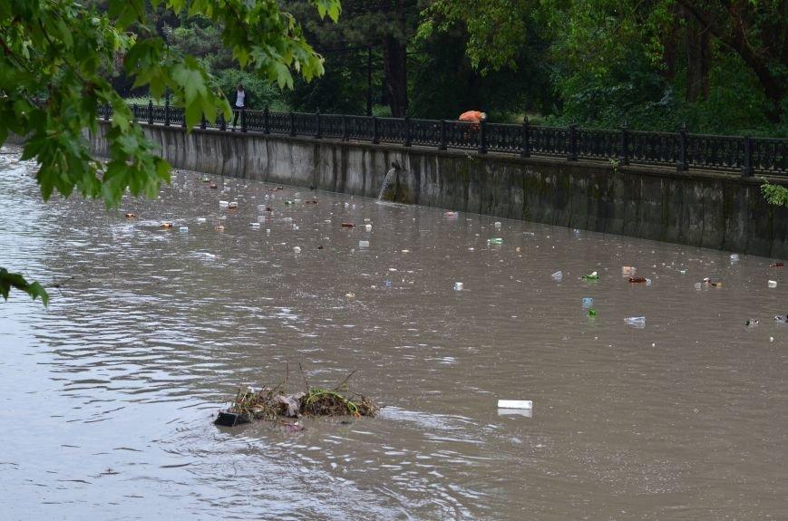Один день шторма в Крыму: Побитые машины, мусорные реки, выключенные светофоры и смерч (ФОТО, ВИДЕО), фото-4