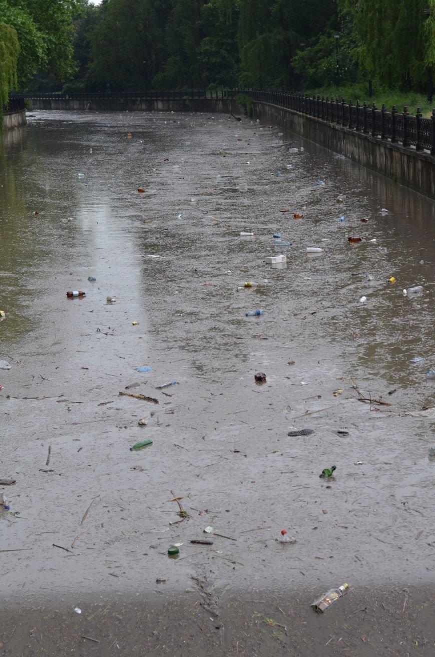 Один день шторма в Крыму: Побитые машины, мусорные реки, выключенные светофоры и смерч (ФОТО, ВИДЕО), фото-2