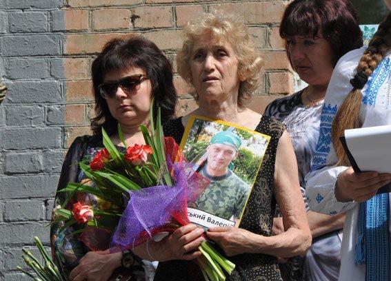 У Полтаві відкрили меморіальну дошку загиблому в зоні АТО правоохоронцю (фото) - фото 1