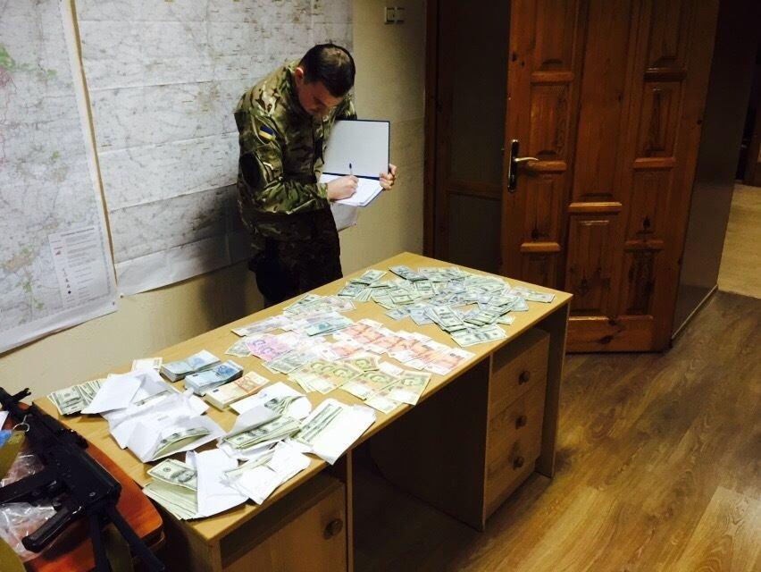Краматорский прокурор-взяточник и его подельник успели отхватить бесплатные квартиры, фото-4
