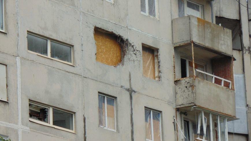 Стало известно, почему в Мариуполе многие жители «Восточного» живут в квартирах без стекол (ФОТО) (фото) - фото 1