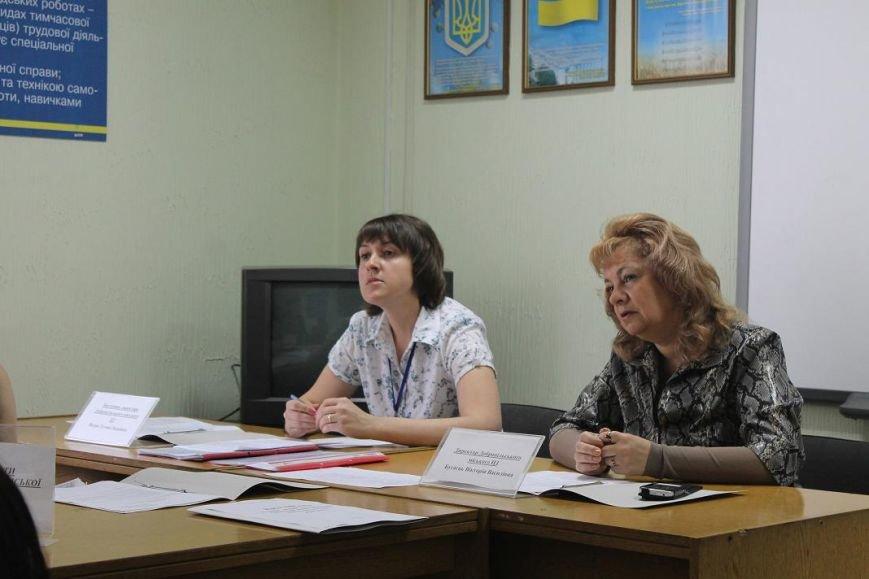 В городском центре занятости г. Доброполья состоялся круглый стол с участием специалистов ЦЗ и психологов школ города и района, фото-1