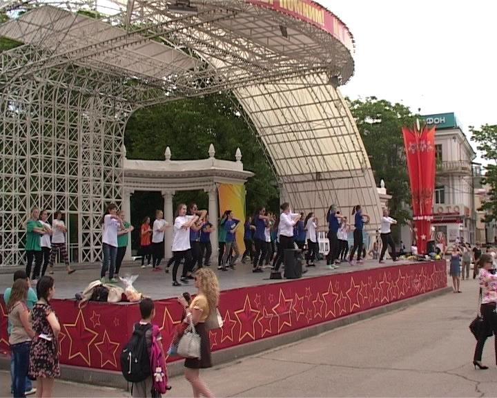 Армавирские студенты приняли участие в краевой акции «Зарядись на сессию» (фото) - фото 1