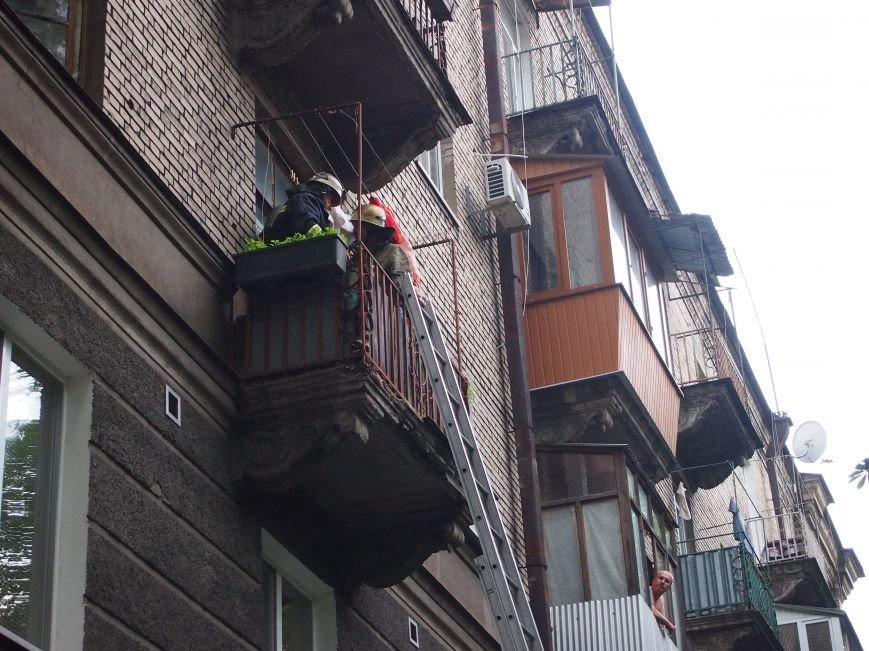 В Днепродзержинске из-за матраса чуть не сгорела квартира (фото) - фото 3